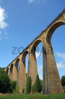 Viadukt der Eisenbahnstrecke von Souillac bis Viescamp Säuren Jallès in Frankreich