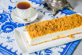 Cheesecake with sweet orange crumbs