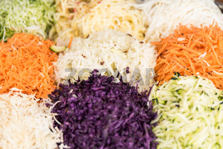 Auswahl gesunder Salate - Nahaufnahme bunte Salatmischung