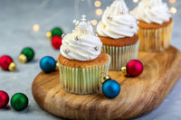 Cupcakes with vanilla cream and snowflakes.