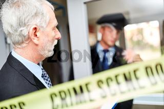 Polizei bei Spurensicherung am Tatort