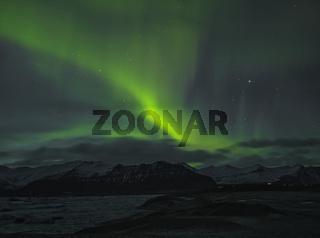 Aurora Borealis über der Lagune bei Jökulsarlon