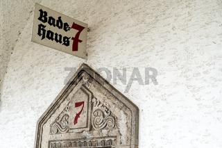 Portal zum Badehaus 7 in der Jugendstil Kuranlage Sprudelhof, Bad Nauheim
