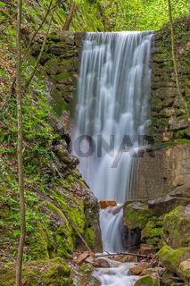 Wasserfall in der Rastenbachklamm am Kalterer See, Suedtirol