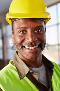 Junger Mann als Logistik Arbeiter