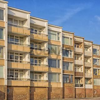 Wohnblock mit Ferienwohnungen in Zandvoort an der niederländischen Küste