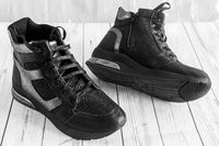 Comfortable boots with lacing and zip closure.