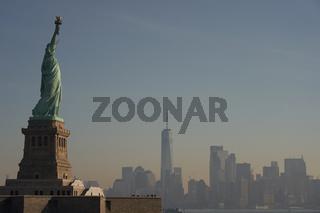Die Freiheitsstatue vor der Skyline von New York