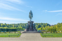 Equestrian statue for the Grand Duke of Mecklenburg-Schwerin in the castle garden