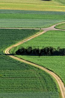 Landschaft auf der Schwaebischen Alb; Aecker; Wiesen; Felder; He