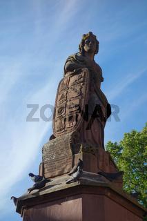 Friedrichsbrunnen mit der statue Ville de Ribeauvillé