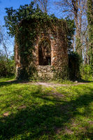 Ruined chapel in the English Castle Park