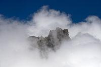 Gipfel der Walliser Alpen in den Wolken