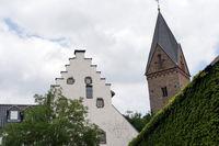 Burg Kallmuth und Kirchturm von St. Georg