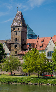 Ulm an der  Donau  mit Stadtmauer und Metzgerturm