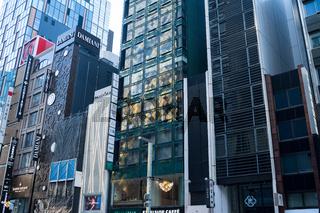 Tokio, Japan, Moderne Gebaeude entlang der Chuo-Dori Avenue im Einkaufsviertel Ginza