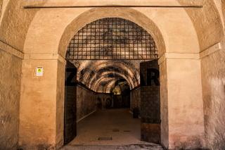 Lucca, Tor zu den Katakomben