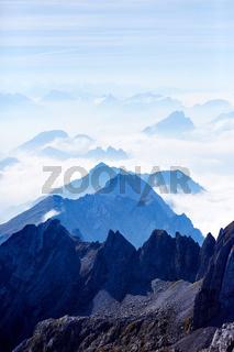 Ausblick vom Säntis in die umliegende Berglandschaft