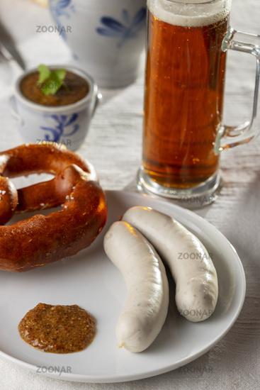 Bayerische Weißwürste mit Brezel