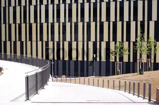 Modernes Wohn- und Geschäftsgebäude
