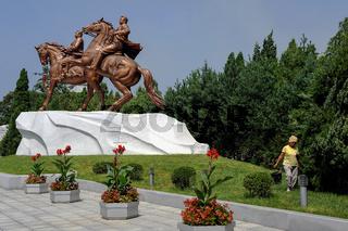 Pjoengjang, Nordkorea, Reiterdenkmal im Mansudae Kunststudio