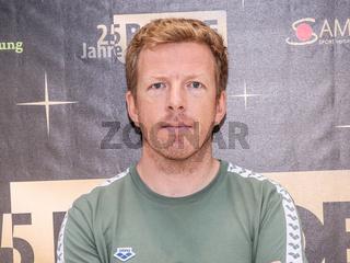 DSV Teamchef Schwimmtrainer Bernd Berkhahn ( SC Magdeburg) Aktion 'Bilder der Hoffnung' Magdeburg