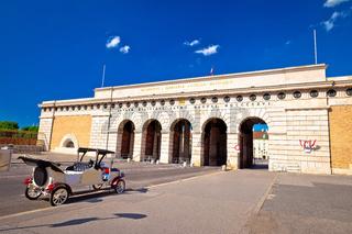 Heldentor triumphal arch gate in Vienna view