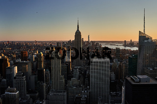 Blick Richtung Empire State Building im Sonnenuntergang in New York City