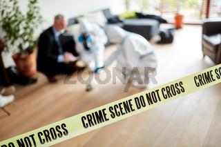 Absperrung der Polizei am Tatort nach Einbruch