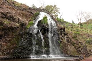 Wasserfall im Park Ribeira dos Caldeiroes