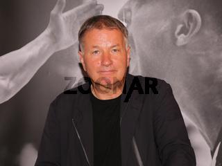 deutscher Schauspieler und Musiker Thomas Rühmann  bei der Aktion 'Bilder der Hoffnung' in Magdeburg