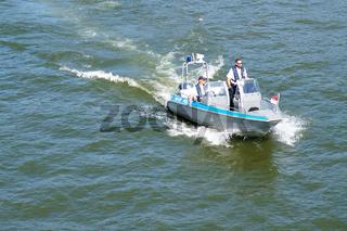Polizeiboot auf Patrouille
