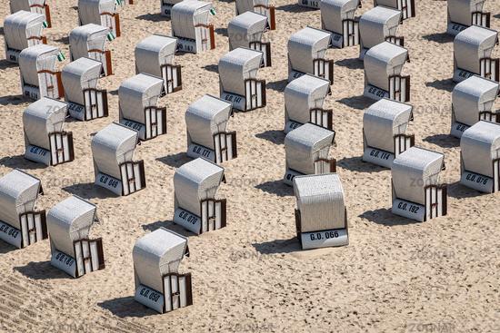 Strandkörbe an der Ostseeküste in Göhren auf der Insel Rügen