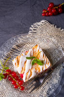 Cheese cake with meringue and red currants