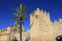 Porta del Moll, Main gate to the old town of Alcudia, Mallorca, Balearic Islands, Spain
