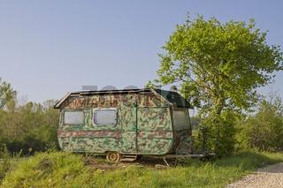 Wohnwagen im Tarnlook
