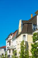Gebäude in Warnemünde an einem sonnigen Tag