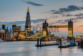 Die Tower Bridge in London nach Sonnenuntergang