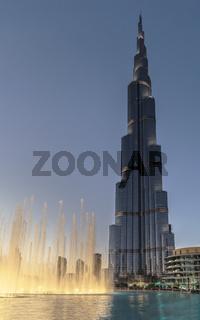 Burj Khalifa mit Springbrunnen, Dubai