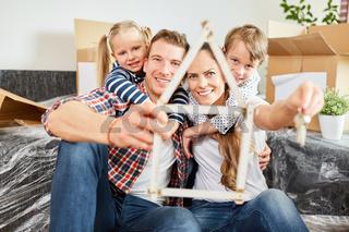 Familie und Haus als Symbol für Traumhaus