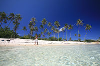 lonely walker Moorea 2.jpg