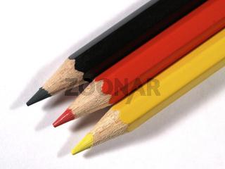 schwarz, rot, gelb   black, red, yellow