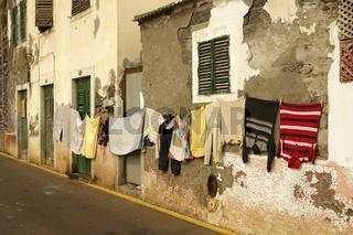 Portugal, Madeira,  aufgehaengte Waesche in Camara de Lobos