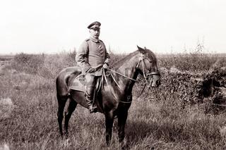 Deutscher Offizier mit Pferd