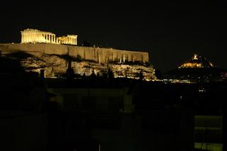Parthenon auf der Akropolis in Athen bei Nacht