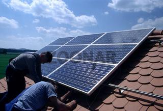 Solarmodule montieren Leitungen anschließen