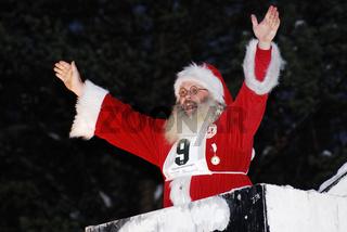 Weihnachtsmann gruesst aus einem Schornstein, Gaellivare
