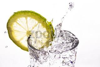 Zirtonenscheibe in Mineralwasser