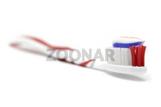 Zahnbuerste mit Zahnpasta