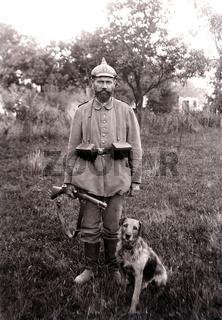 Deutscher Soldat mit Hund